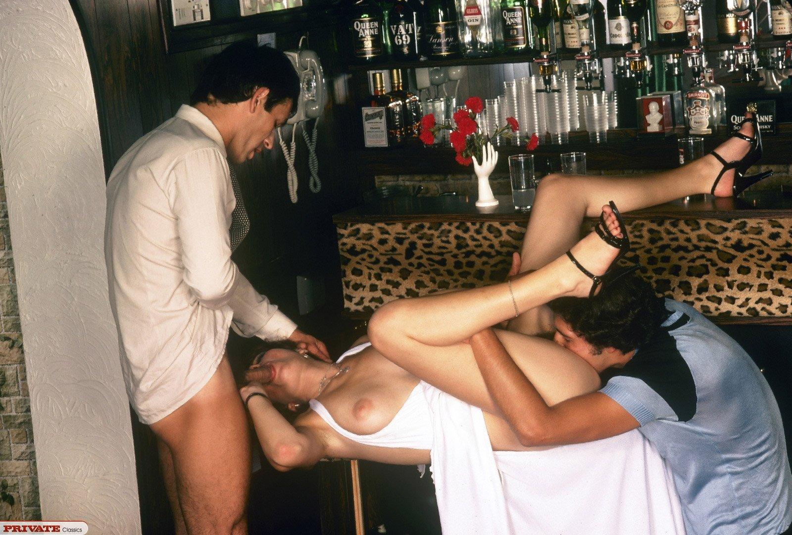 fotografii-pro-seks-v-kafe-kino-yaponki