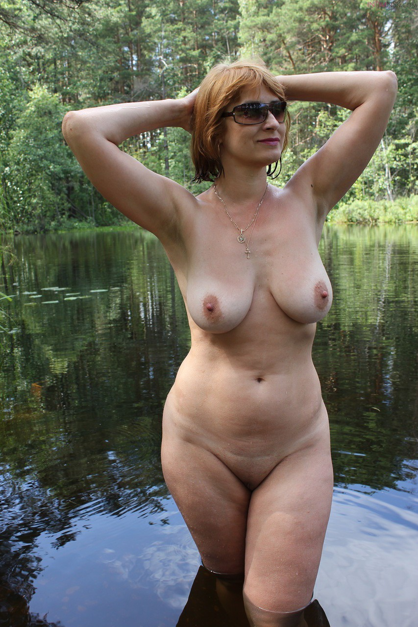 woman-bending-naked-mature-russian