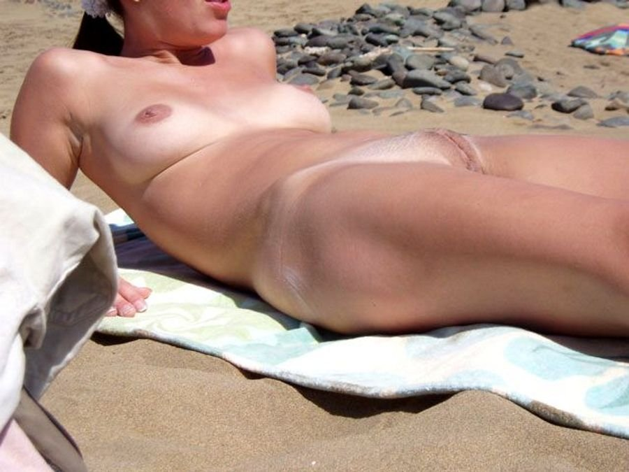 Гладкие киски на пляже