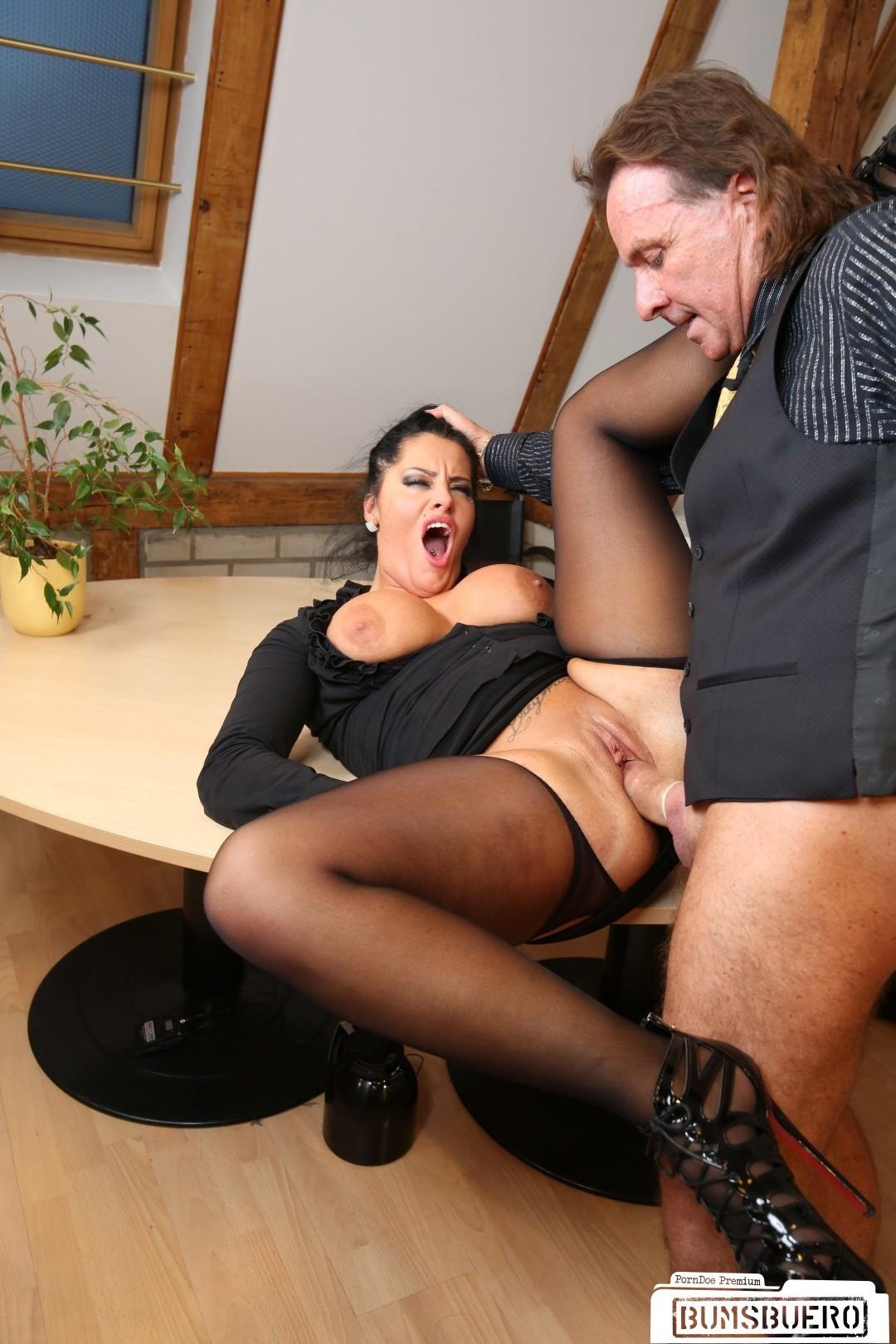 Порно немецкое порно секретарш