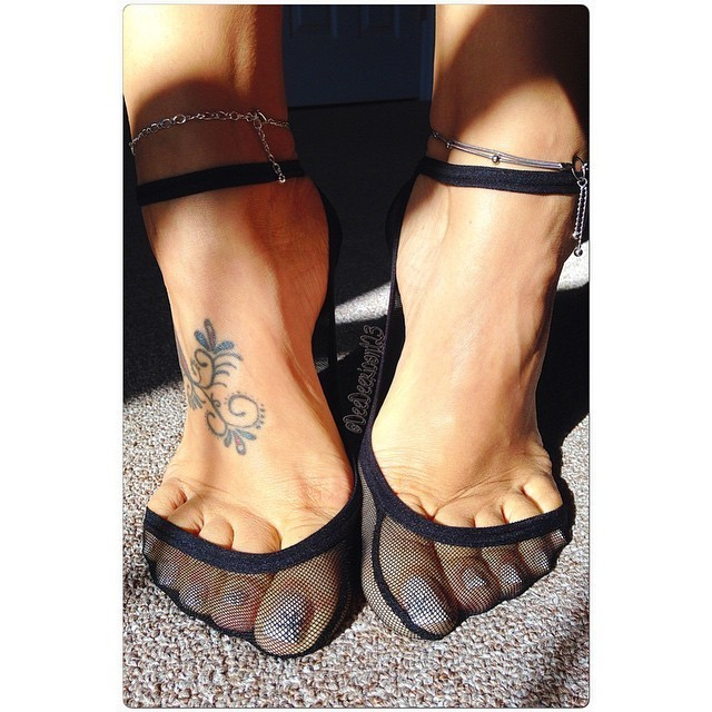Ухоженные ножки французских дамочек