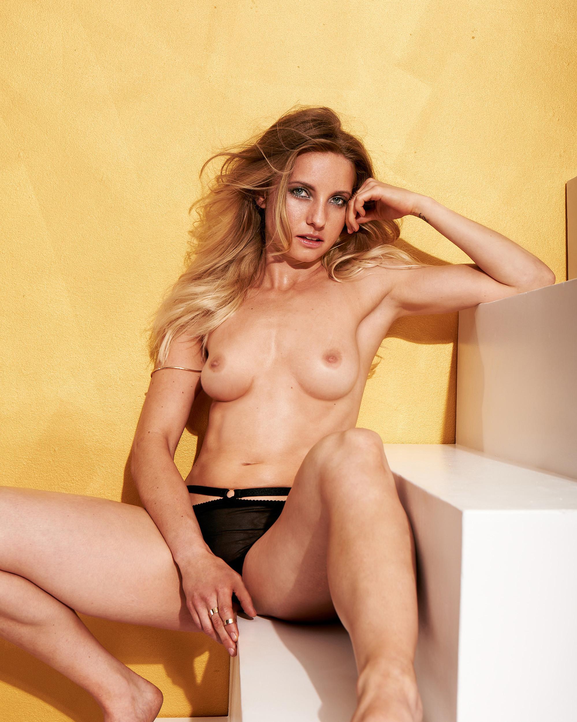 Откровенный фотосет немецкой спортсменки Nadja Pries