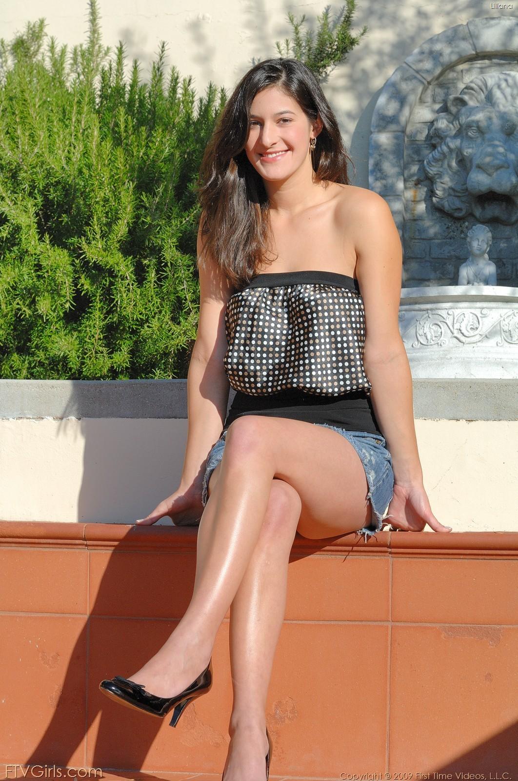 Волосатая пизда греческой модели Лилианы