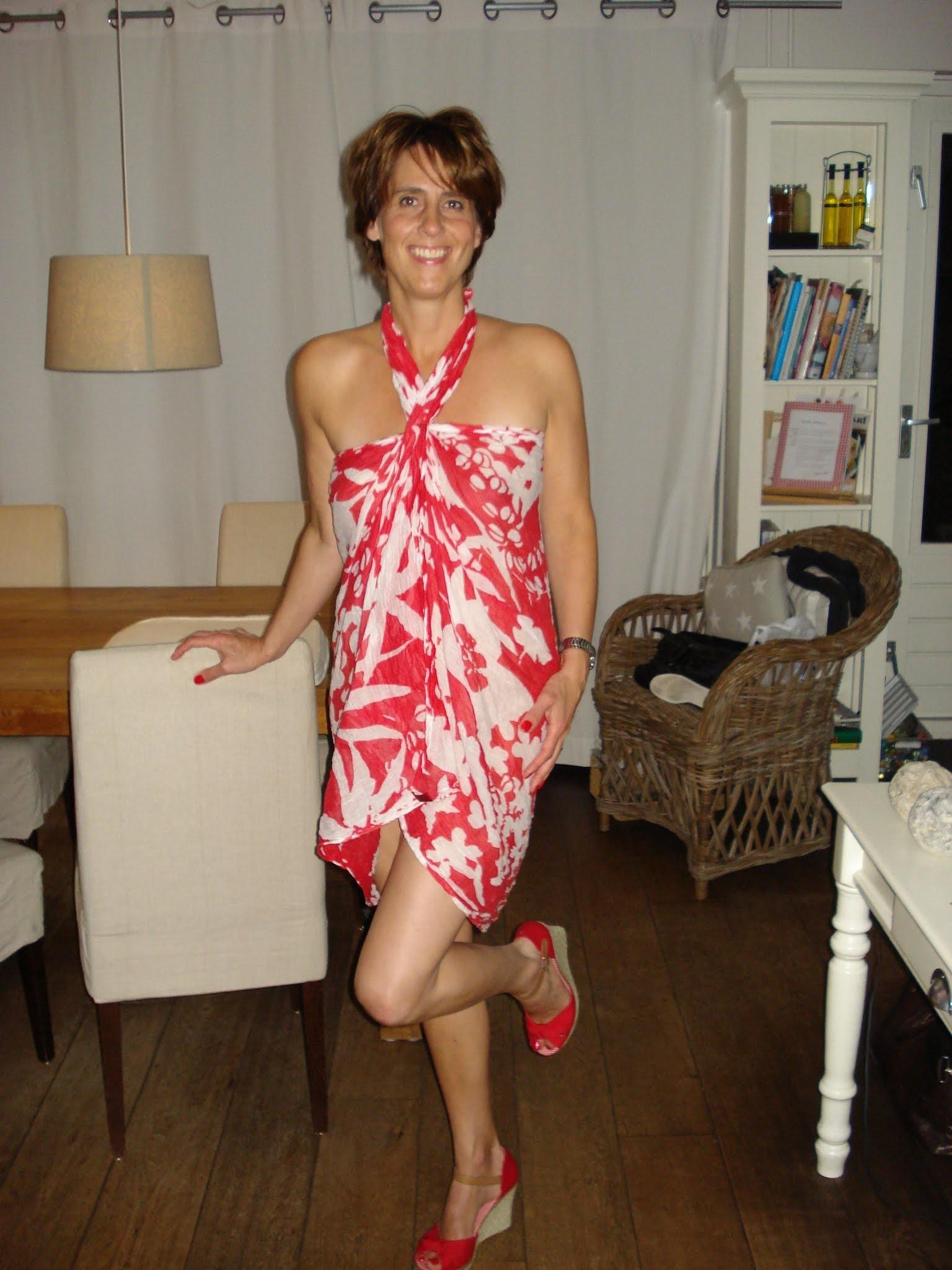 Женщина из Голландии занимается сексом с огурцом, причем не маленьким
