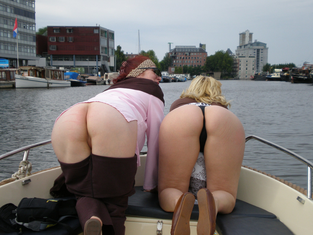 Зрелая развратница из Голландии любит веселиться