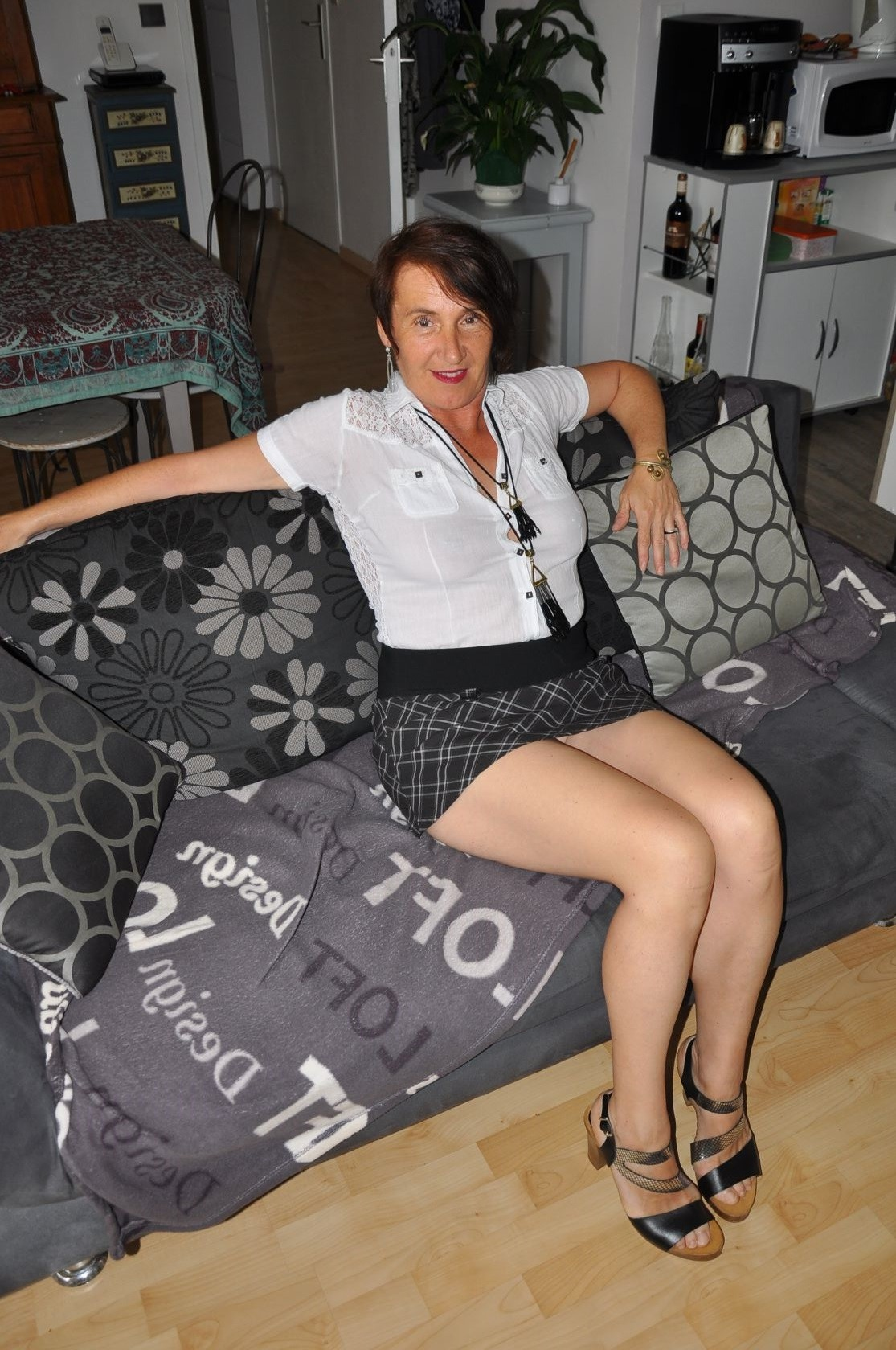 Пожилая бельгийка Карина любит групповой секс