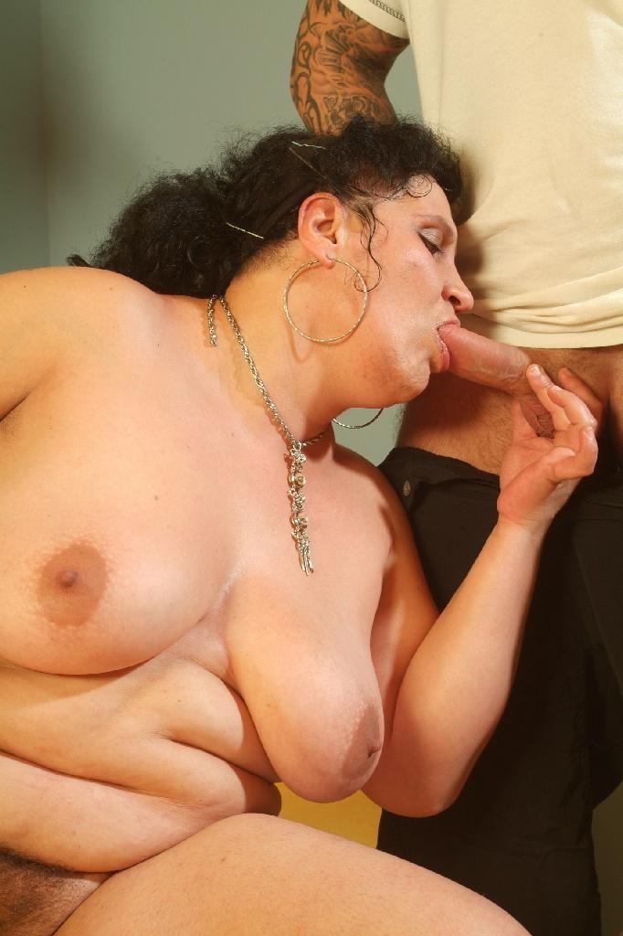 Порно фото толстухи сосут, две девушки играют со спермой