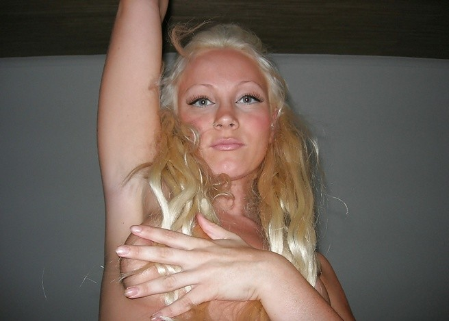 Натуральная шведка с небольшими сиськами