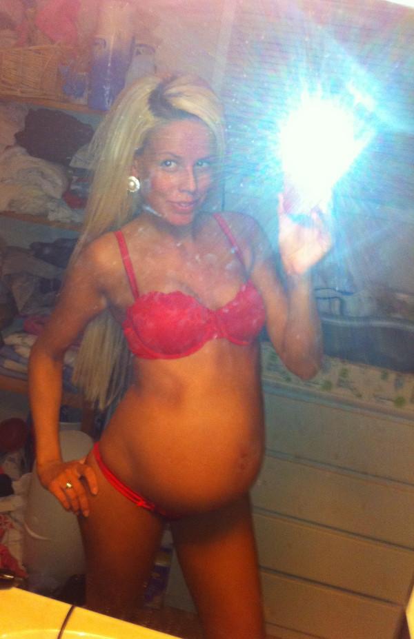 Беременная гламурная дама из Норвегии