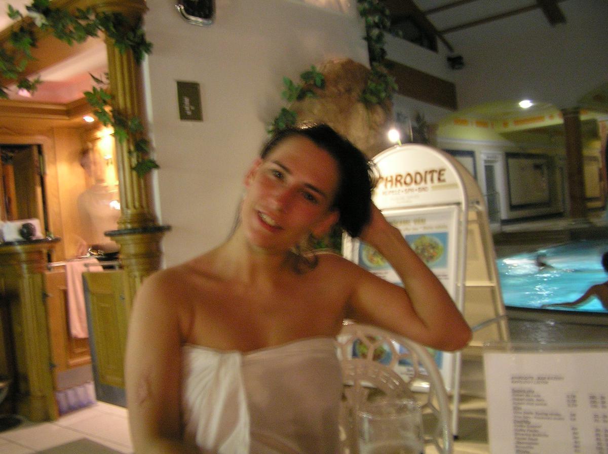 Секси словачка распахнула полотенце после сауны