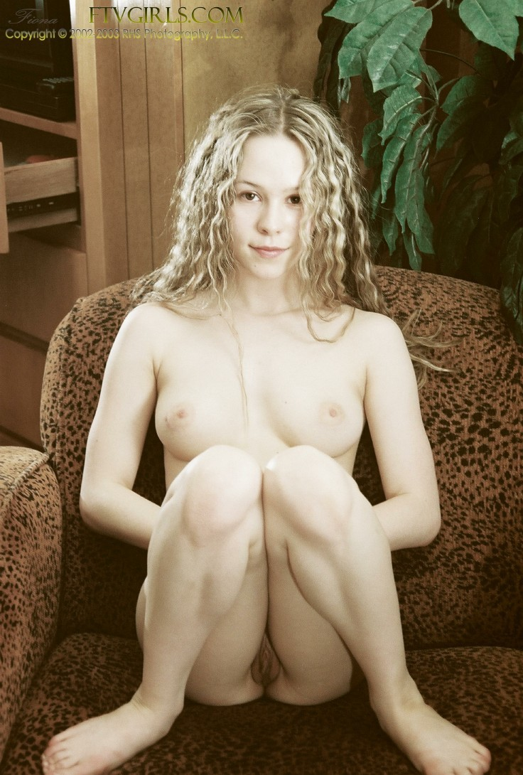Молодая модель из Ирландии с голой пиздой