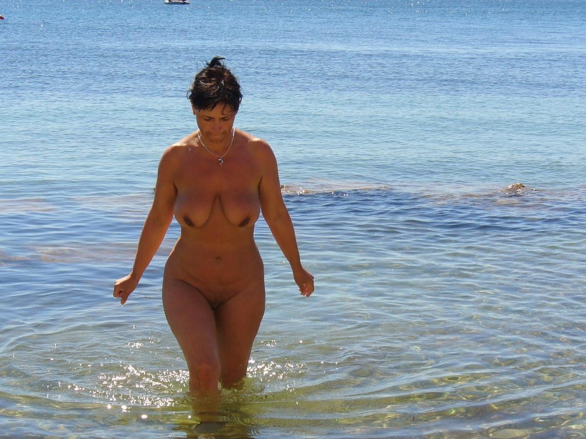 cumming-free-sexy-mature-aunty-beach-naked-walk