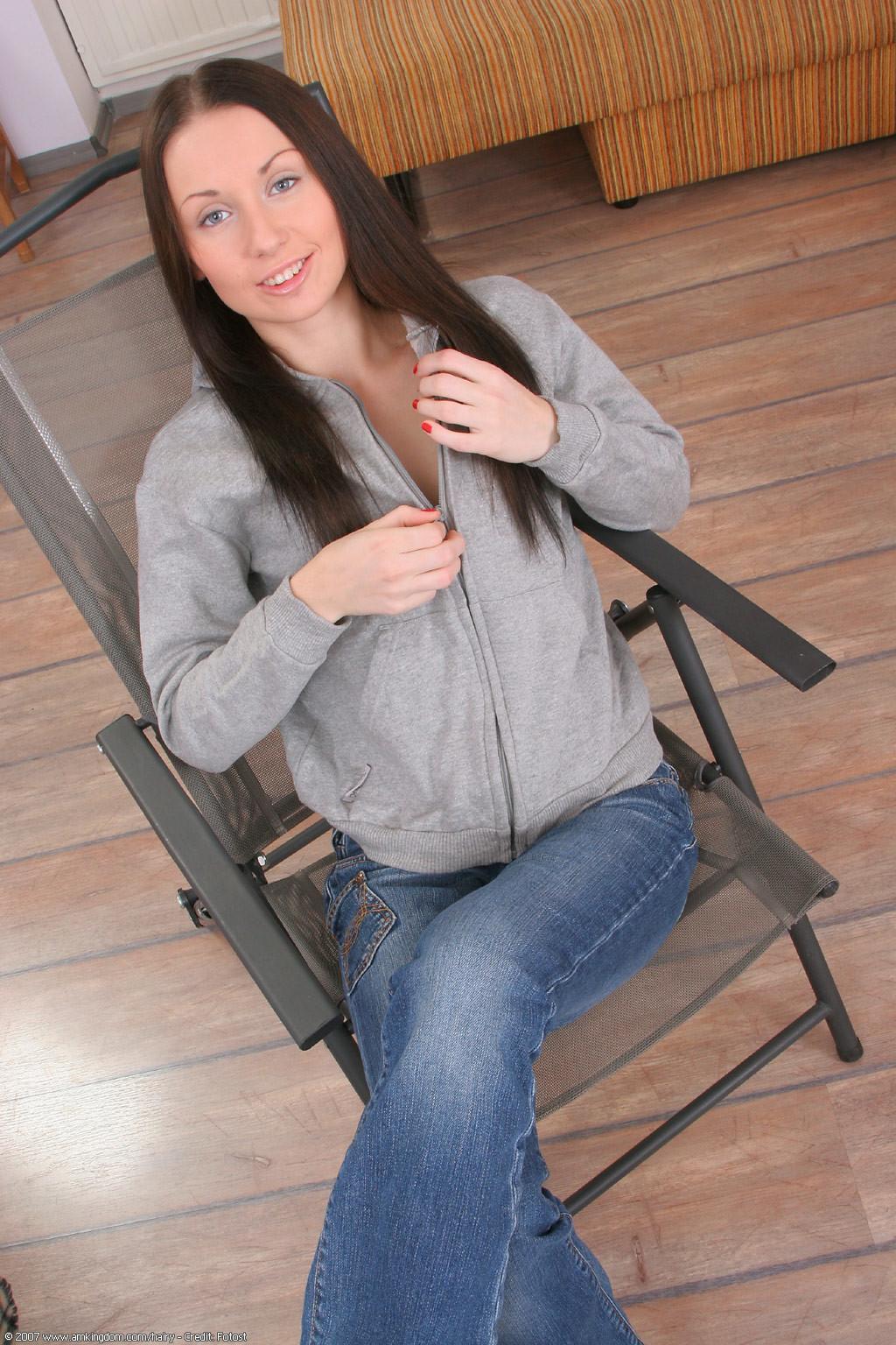 Молдаванка с плоской грудью и волосатой пиздой