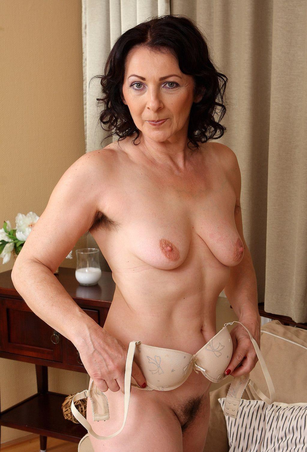 Mature nude brunette