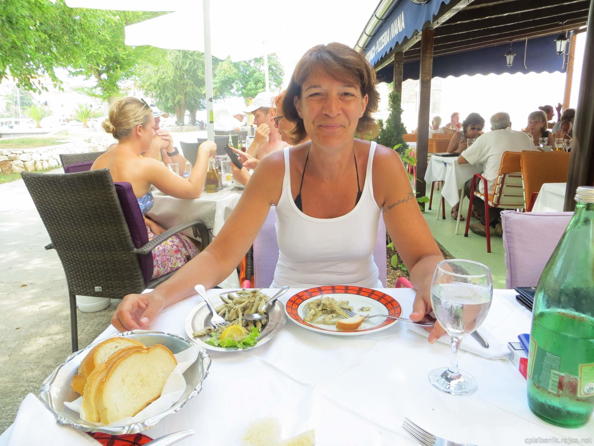 Пожилая хорватка пососала у незнакомца во время отпуска