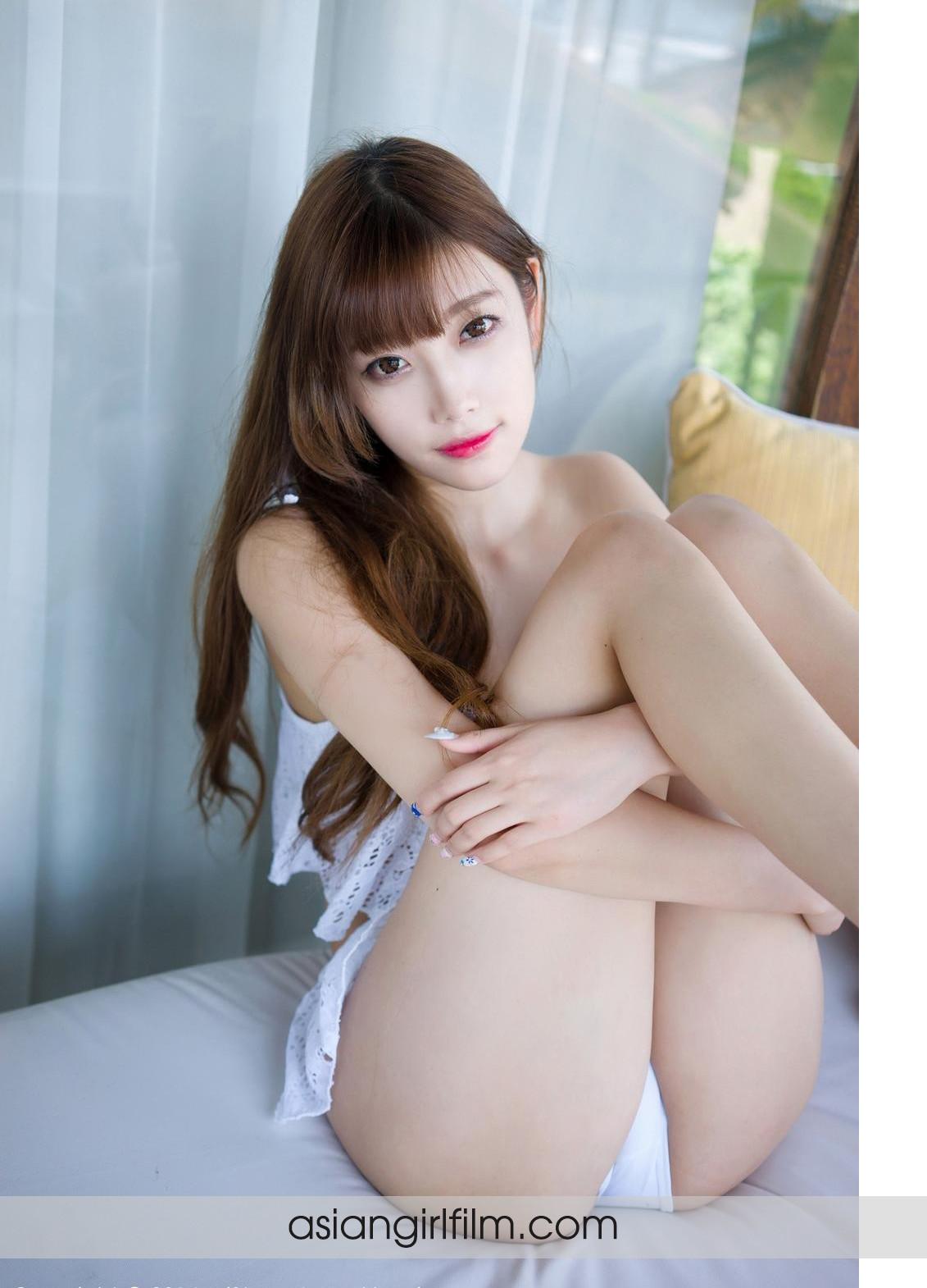 Эротика молодой китайской модели