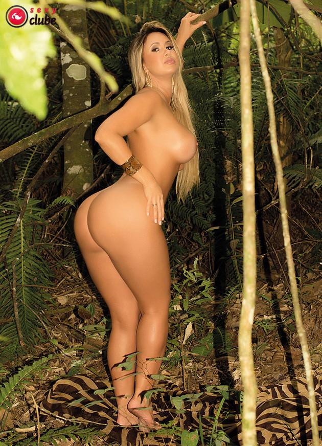 Голая бразильская модель Catia Carvalho