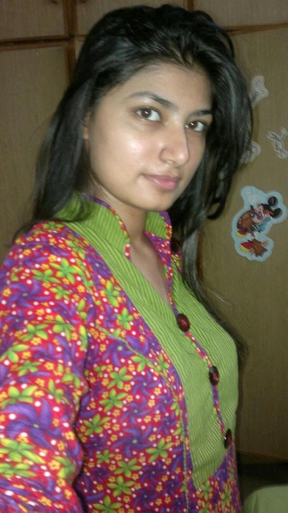 Селфи в нижнем белье симпатичной пакистанки