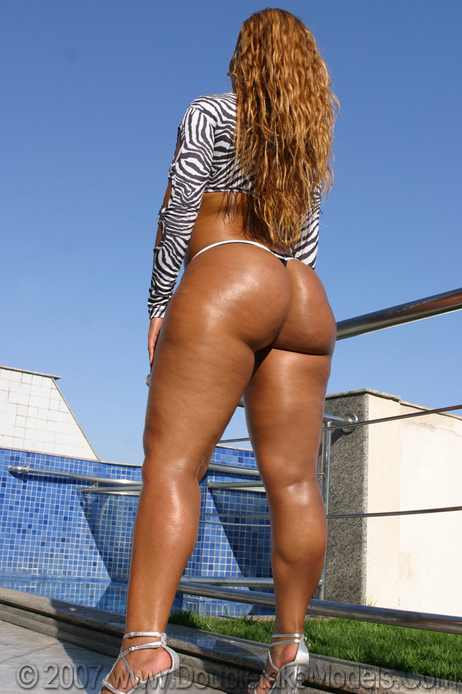 nude-big-black-brazilian-booty