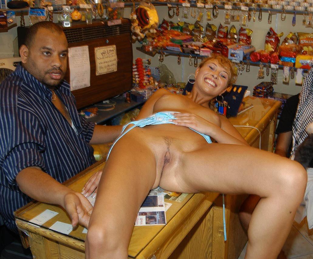 Личное порно фото на рынке