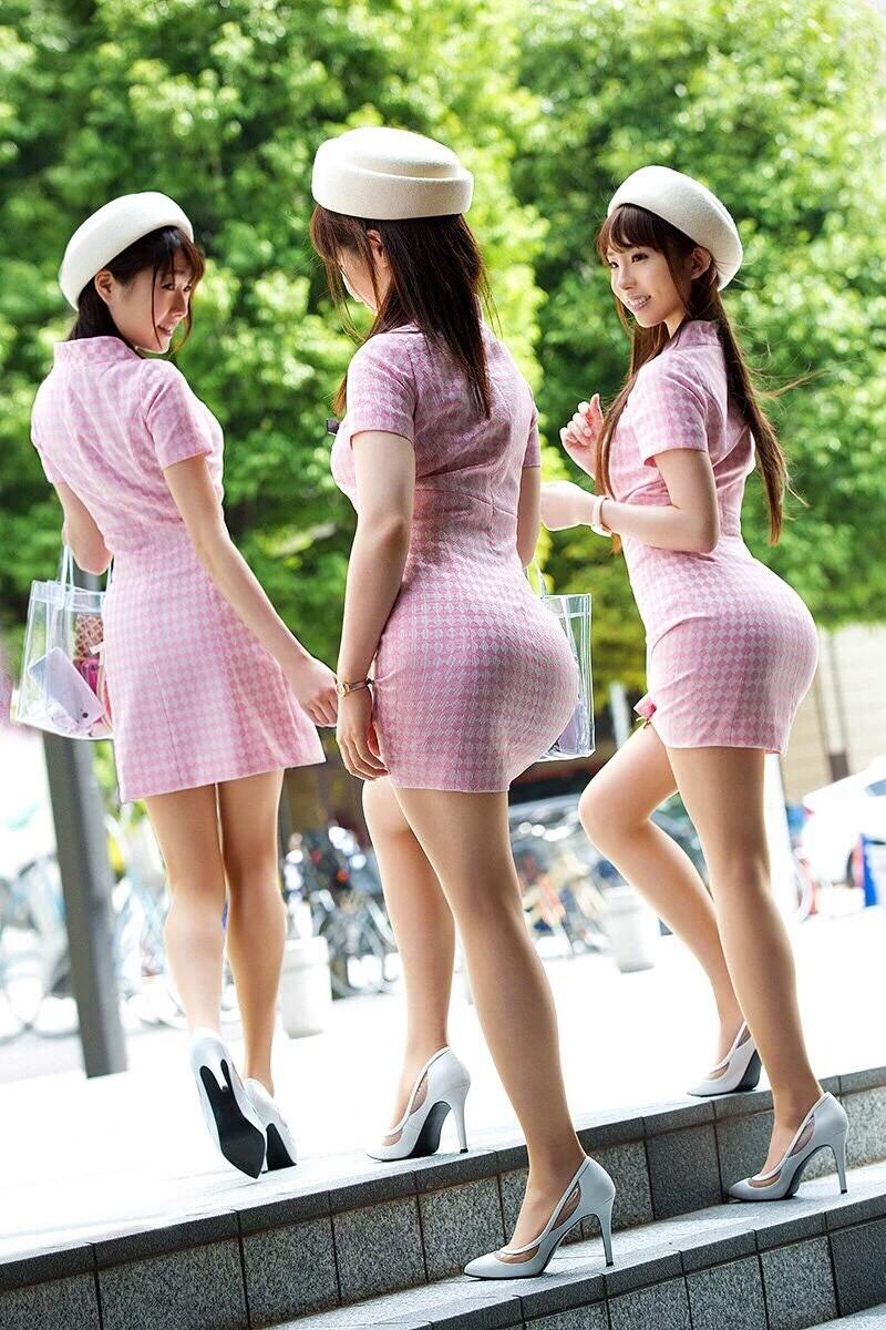 Японки в деловой одежде