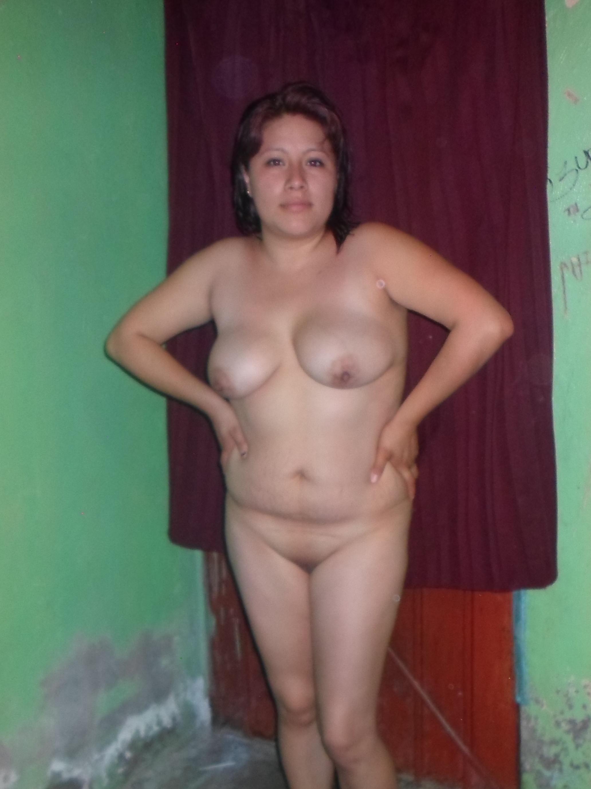 Пухлая мексиканка обнажается полностью