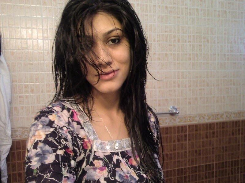 Голая иранская студентка