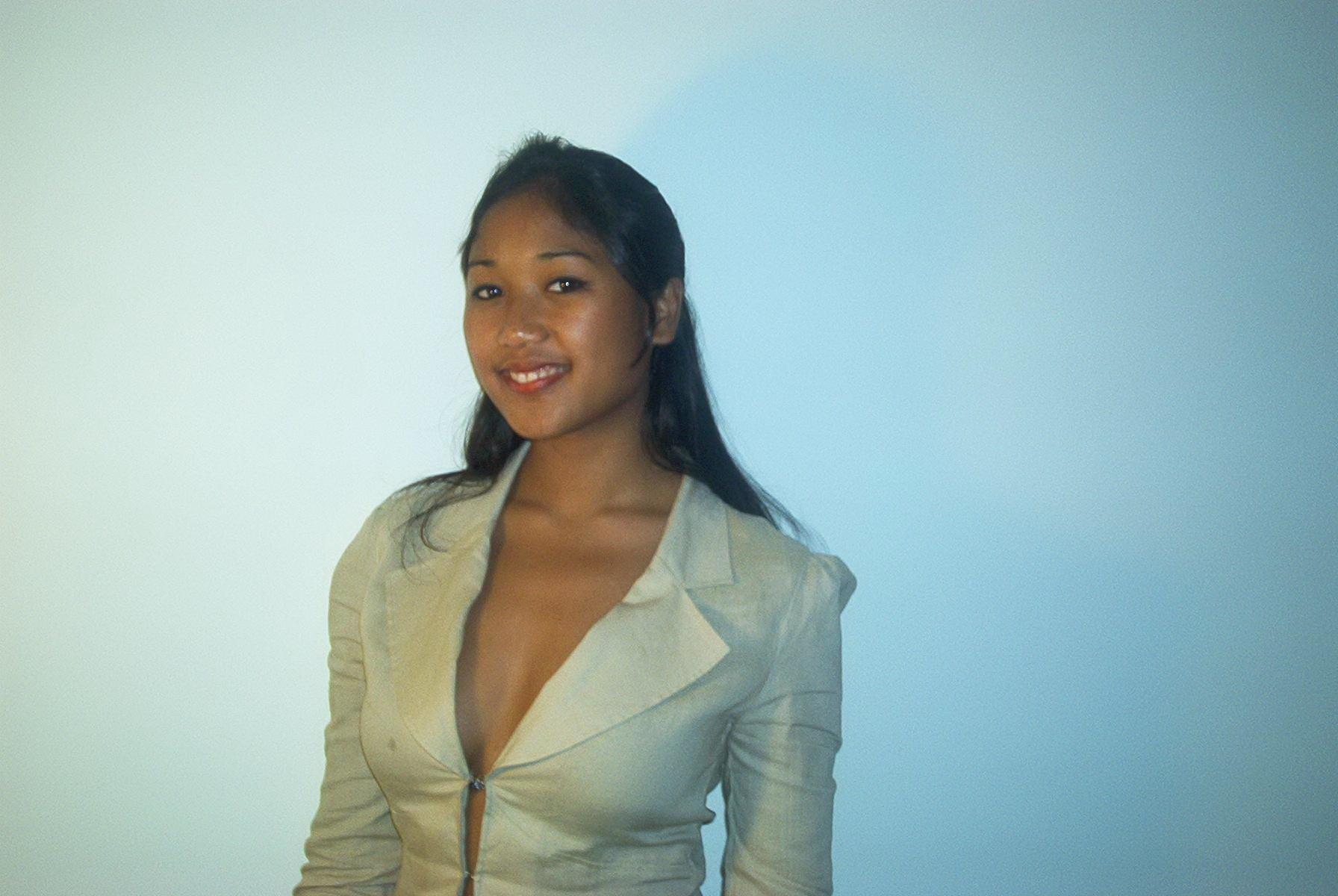 18-летняя филиппинская проститутка мило сосет член