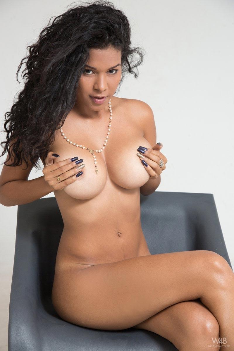 Кендра Ролл модель из Колумбии
