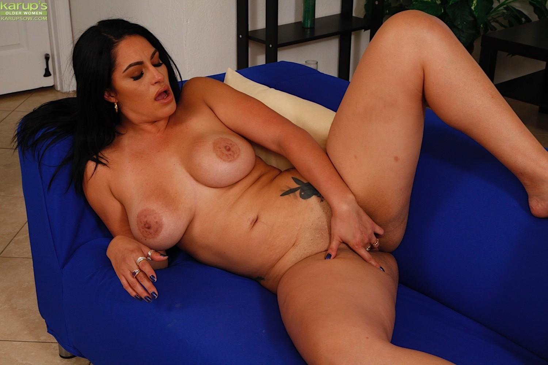 Приятная колумбийская порно звезда Кристалл Карабмалло