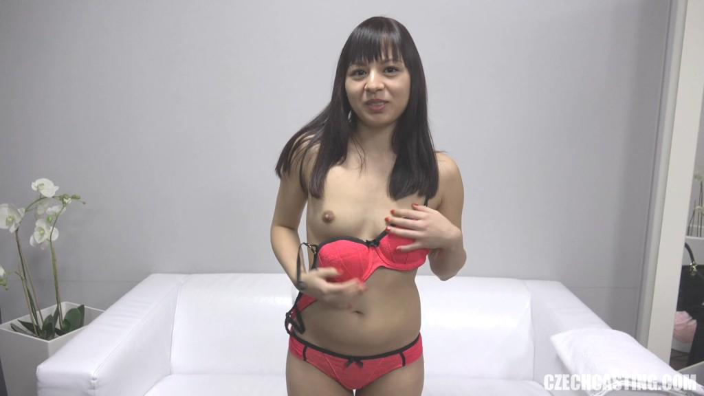 Девушка из Вьетнама на кастинге