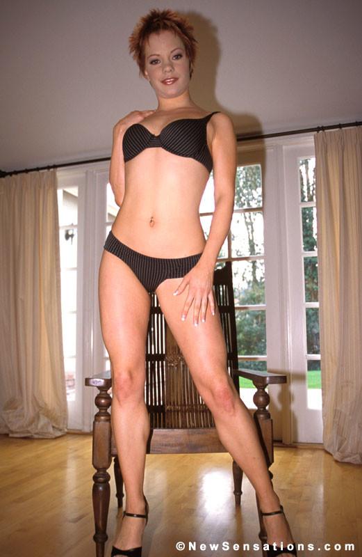 Канадская порно звезда Эмили Давинчи