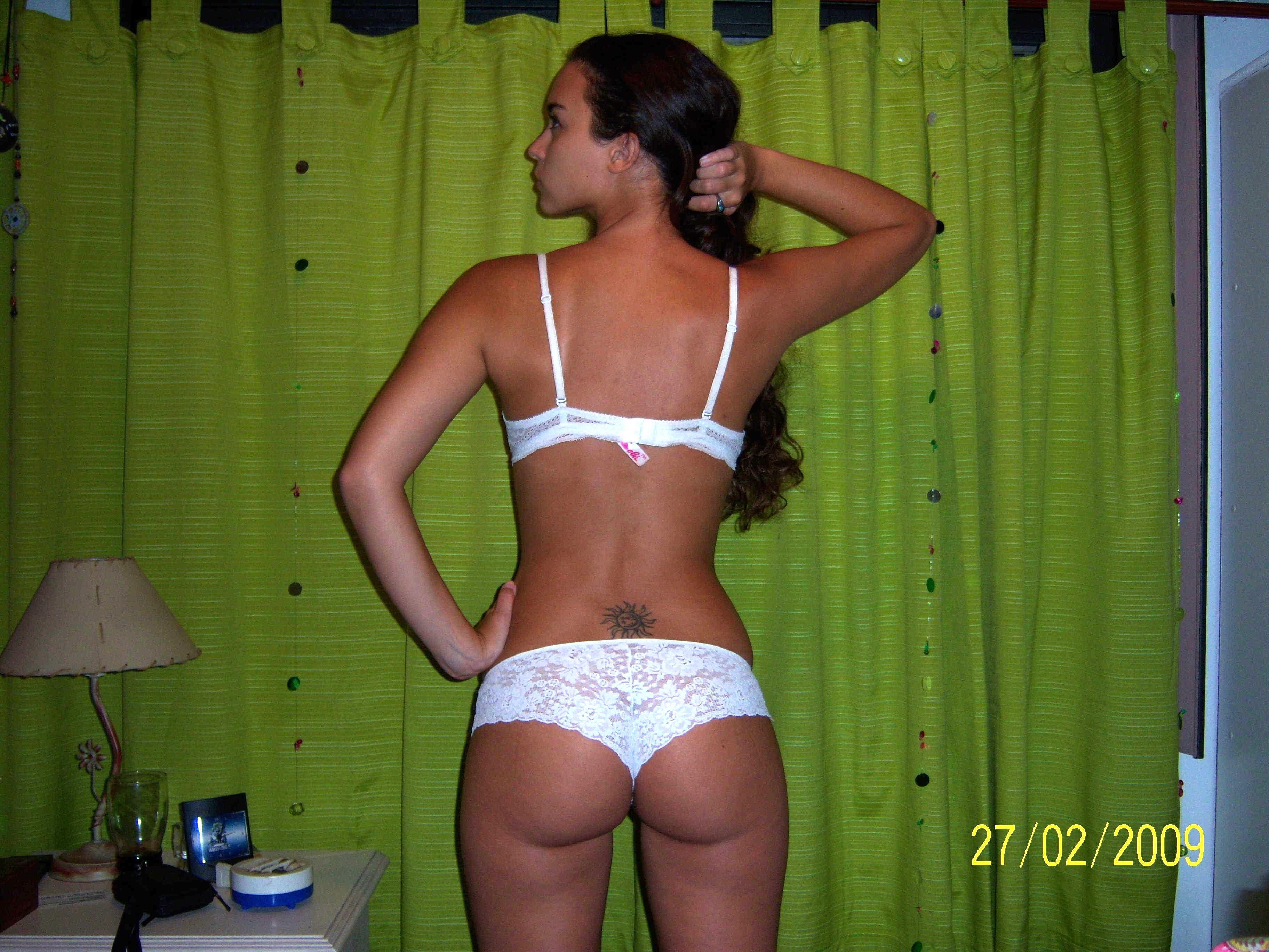 Молодая аргентинка в нижнем белье