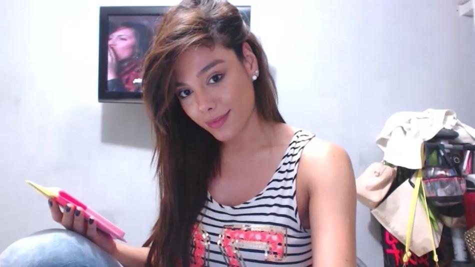 Молодой колумбийский транс Каролина Лондоно