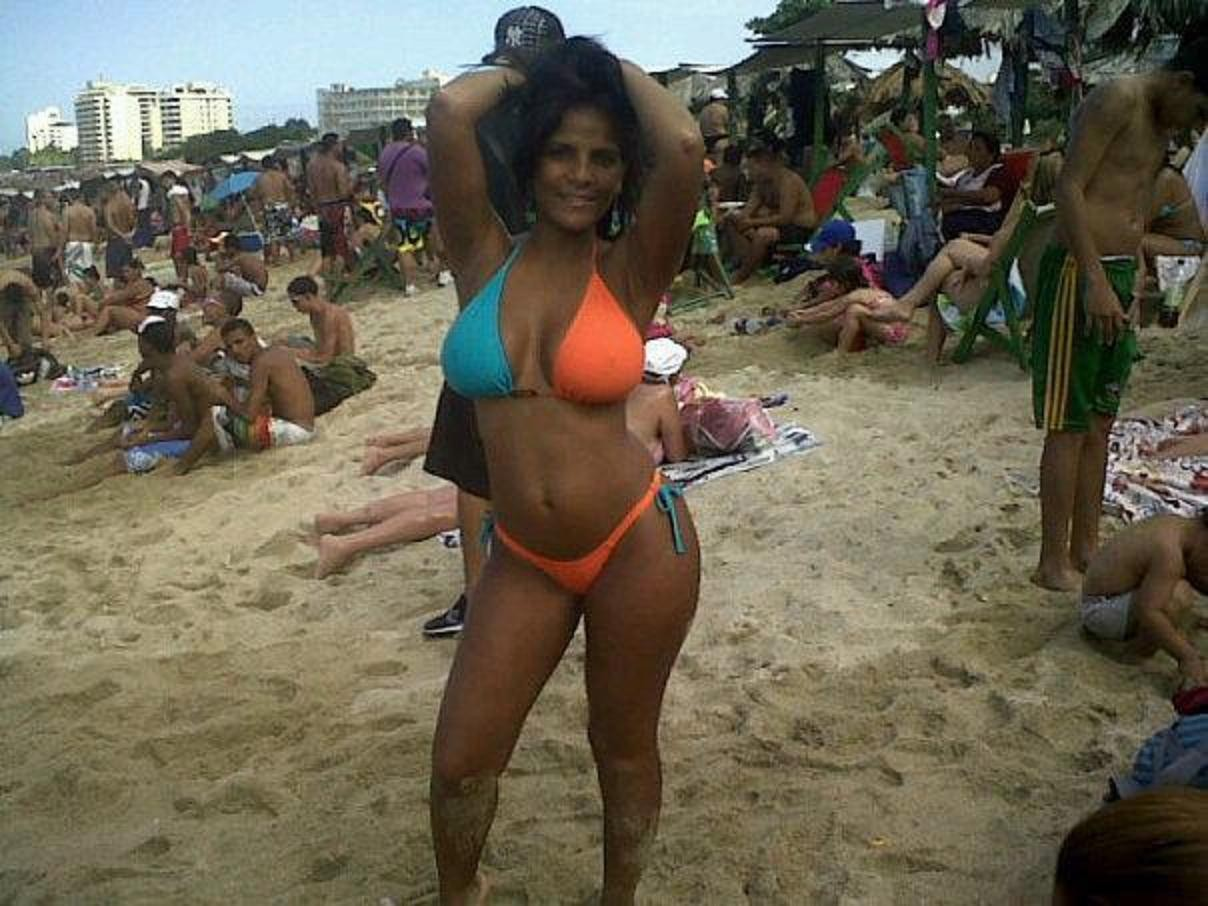 Жопастая венесуэлка в бикини