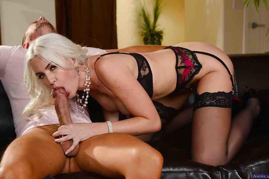 Белокурая австралийская порнозвезда Гиги Аленс