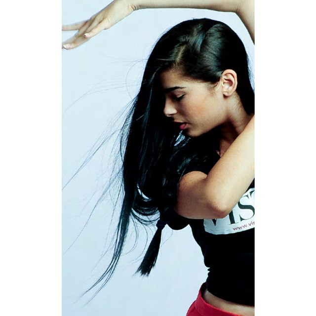 Красивая кубинская танцовщица, не голая к сожалению
