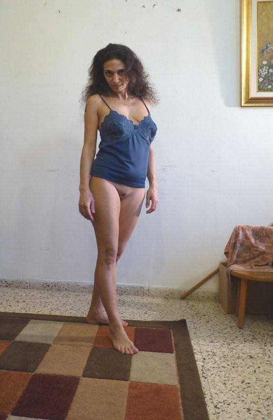 Зрелая еврейка в любительской эро фотосессии