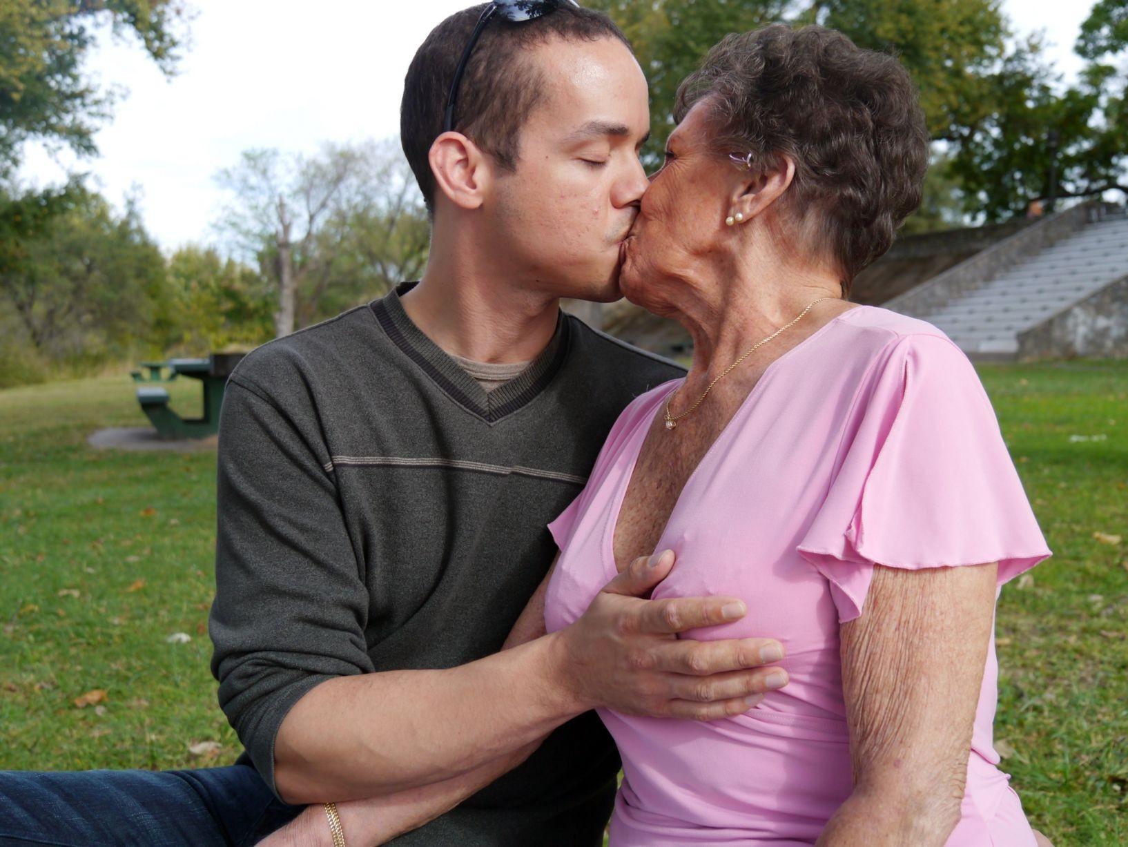 Grannies fucking younger men — img 8