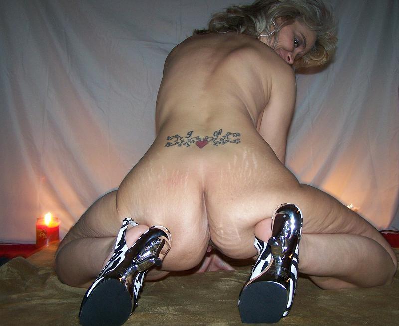 Зрелая Дарла из Кентуки раздвигает ноги и сосет хуй у мужа