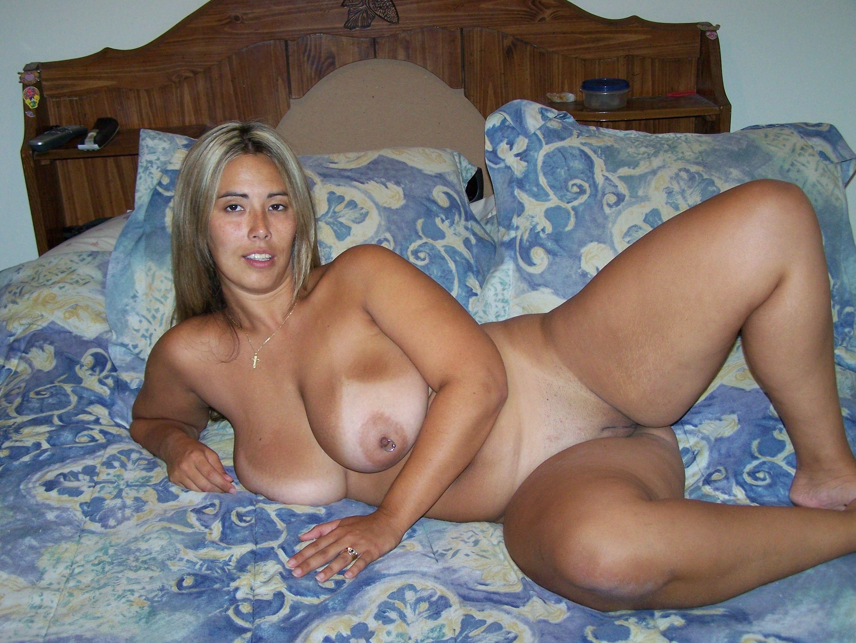 Голые женщины в возрасте с большими формами — img 10