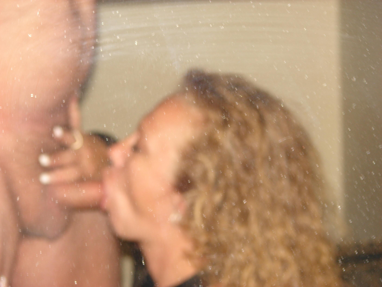 Бисексуальая зрелая дама показывает все на что способна ее блядовитость