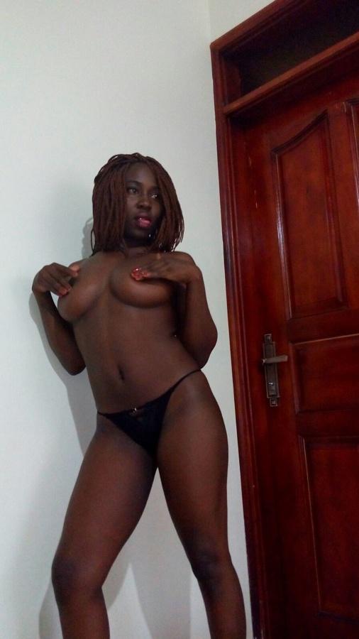 Голая черная сучка из Нигерии