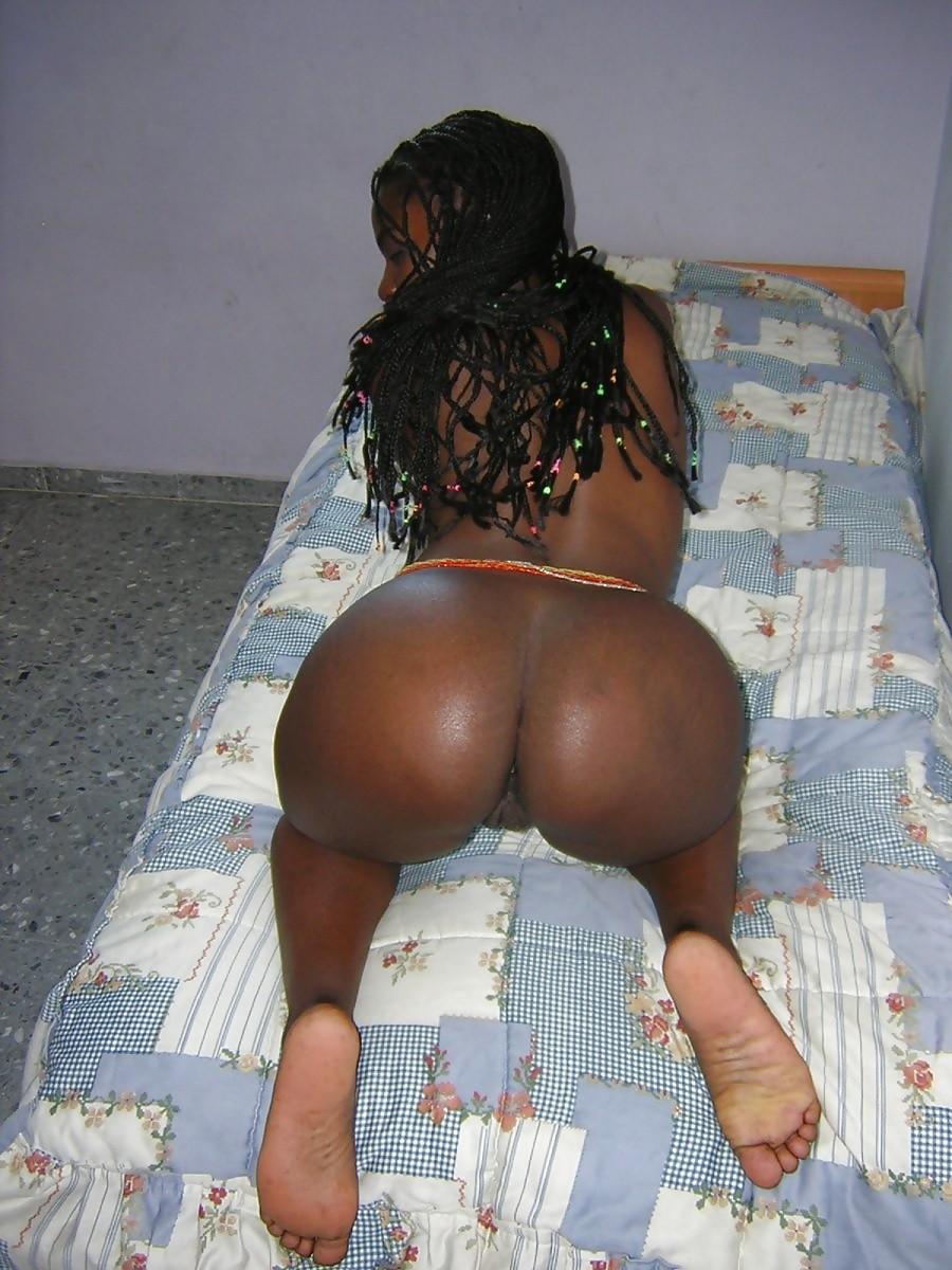 Голая кенийка в гостиничном номере
