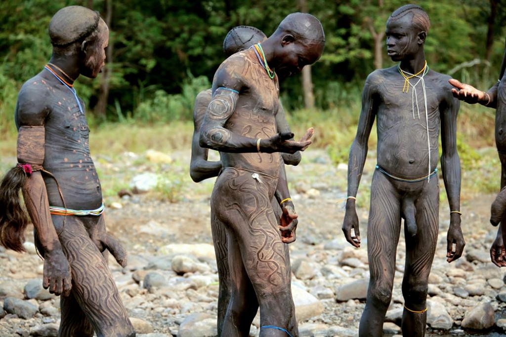 Фото голых африканских парней, подсмотрел за голыми тетками