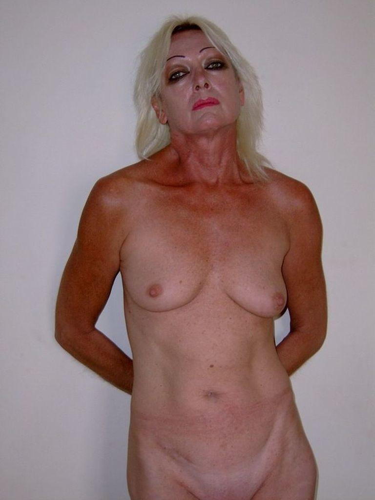 Пожилая белая блондинка из ЮАР