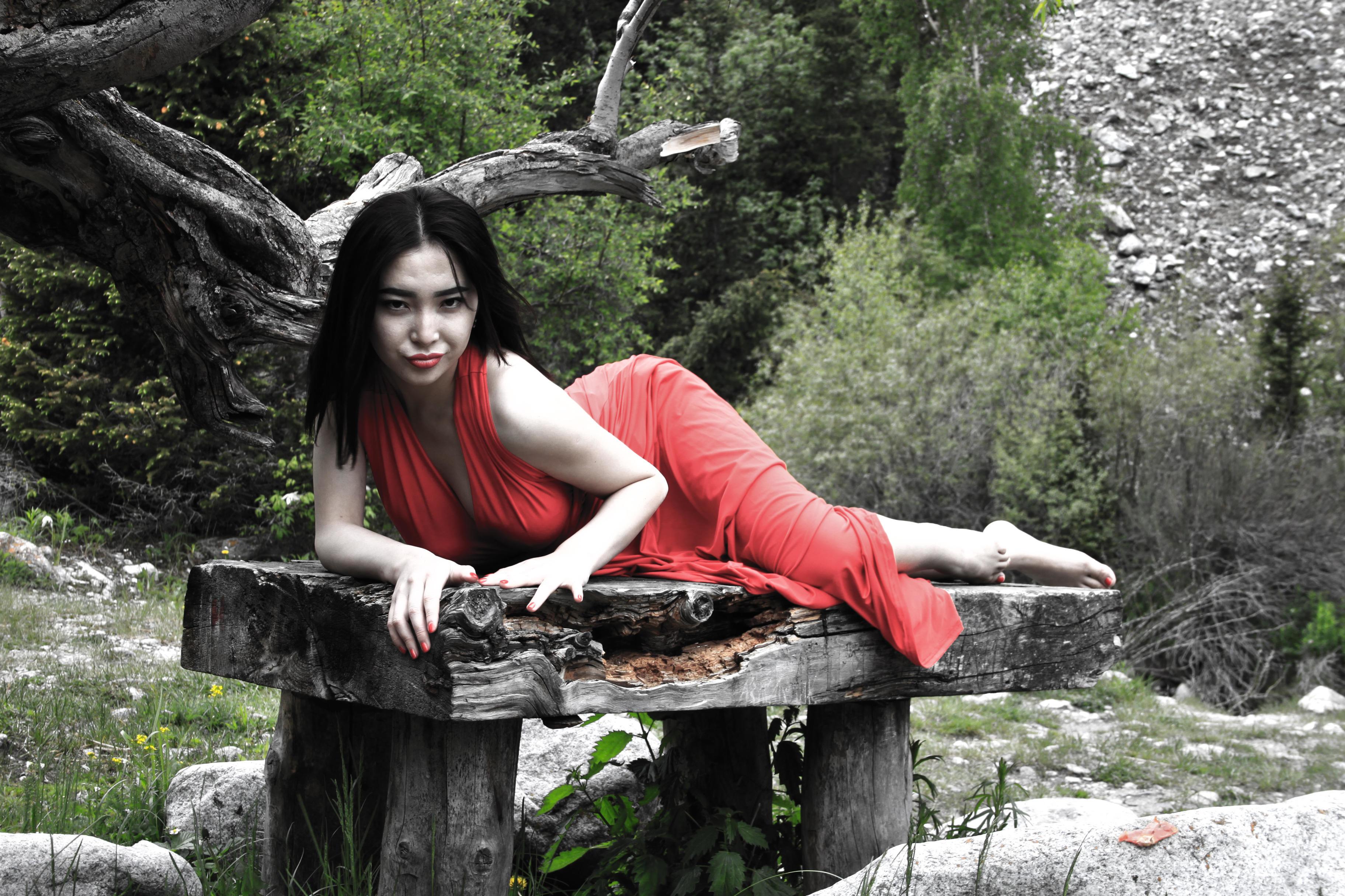 erotich-foto-kirgizki-zrelaya-tetya-marina-soset-video