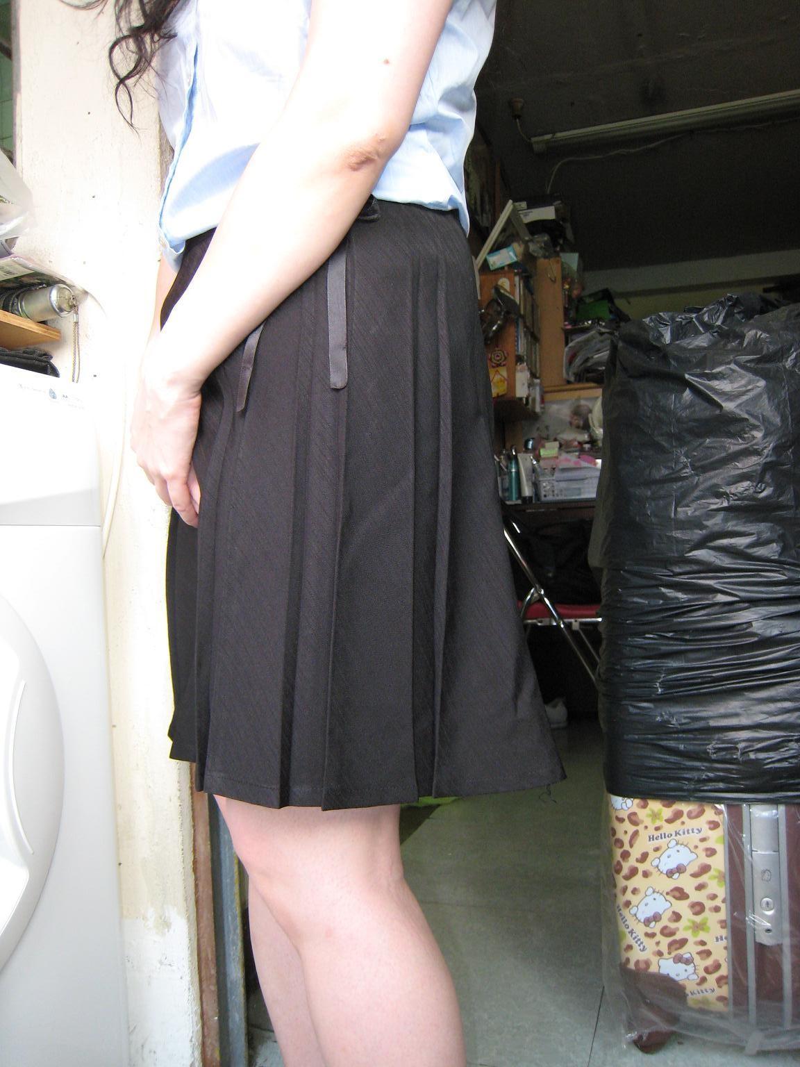 Женщина из Гонконга показывает крупным планом бритую пизду и сосок