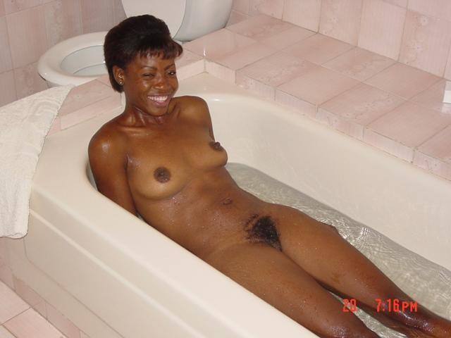Симпатичные голые телки на Гаити