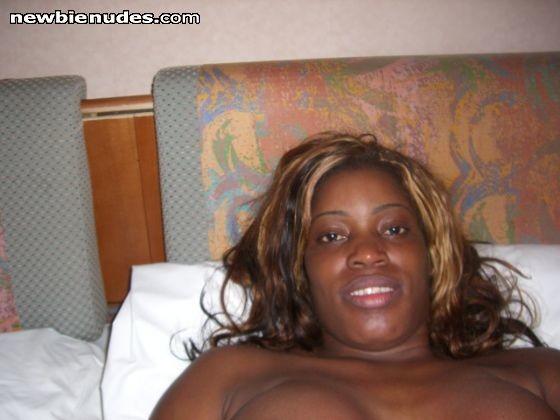 Сочная женщина из Камеруна сосет хуй в гостинице